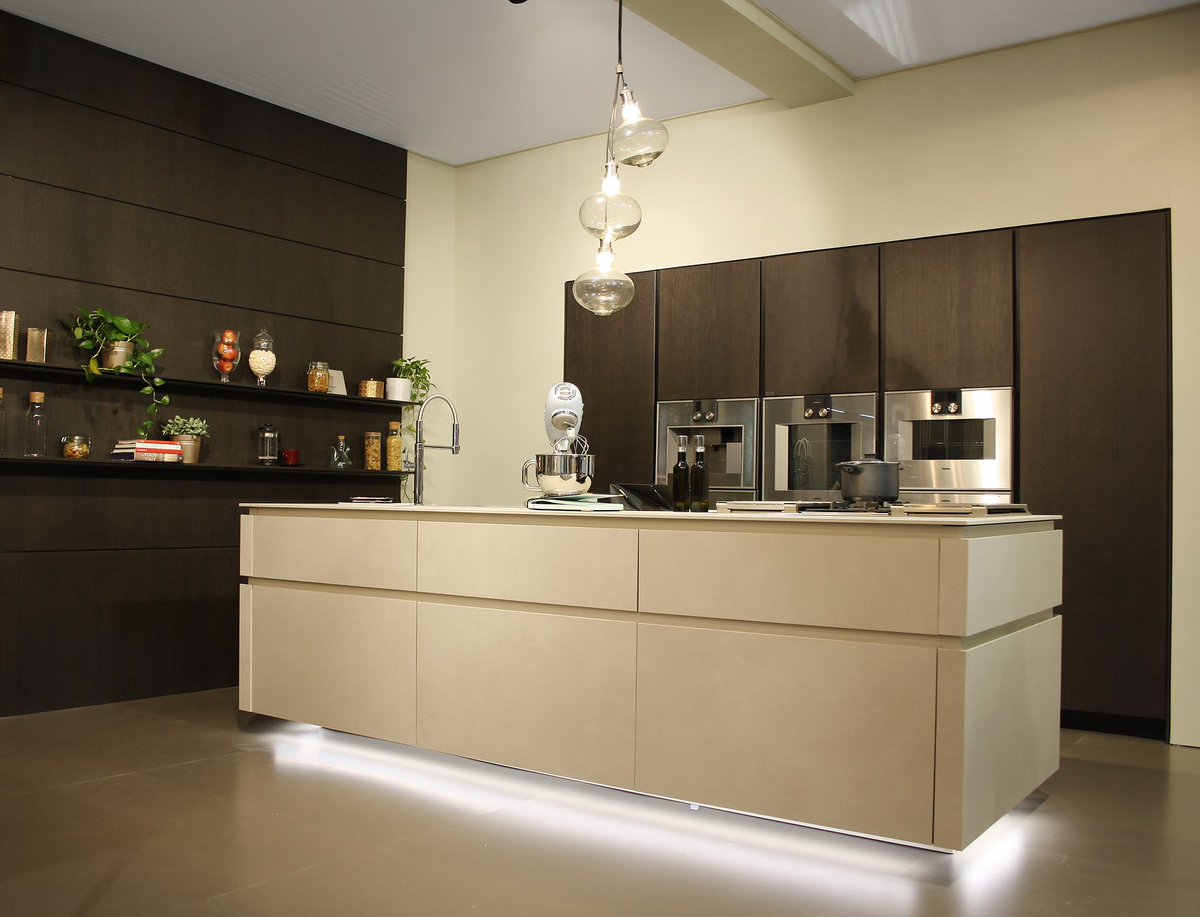 Snaidero Cucine On Twitter Snaideroaroundtheworld Dubaidesignweek Snaidero Charms With The Classic Suggestions Of Kitchen Frame And The Timeless Cleansing Of Way Materia Thanks To Snaiderouae Rt Https T Co Omegyuuxms Https T Co P8jwpiaeux