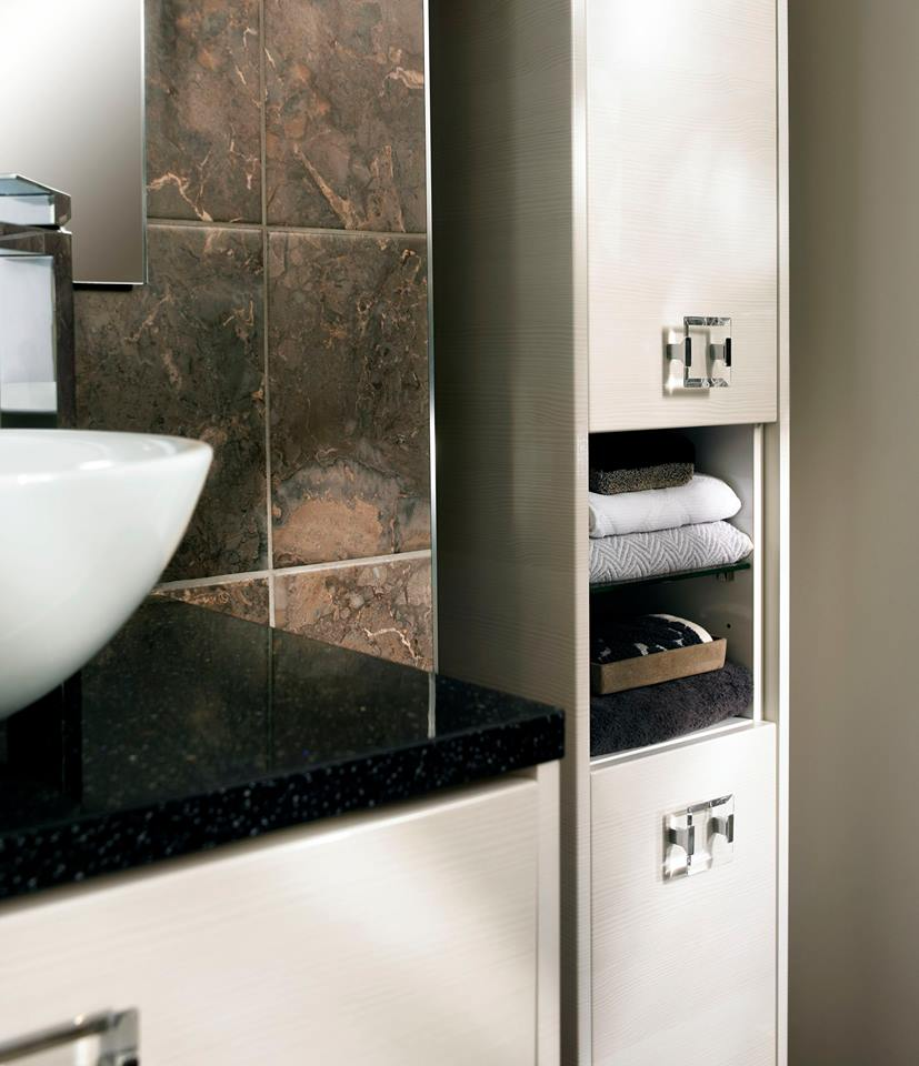 Bright towels can bring an otherwise understated #BathroomDesign to life. #TuesdayTip<br>http://pic.twitter.com/x4k1zjlUf5