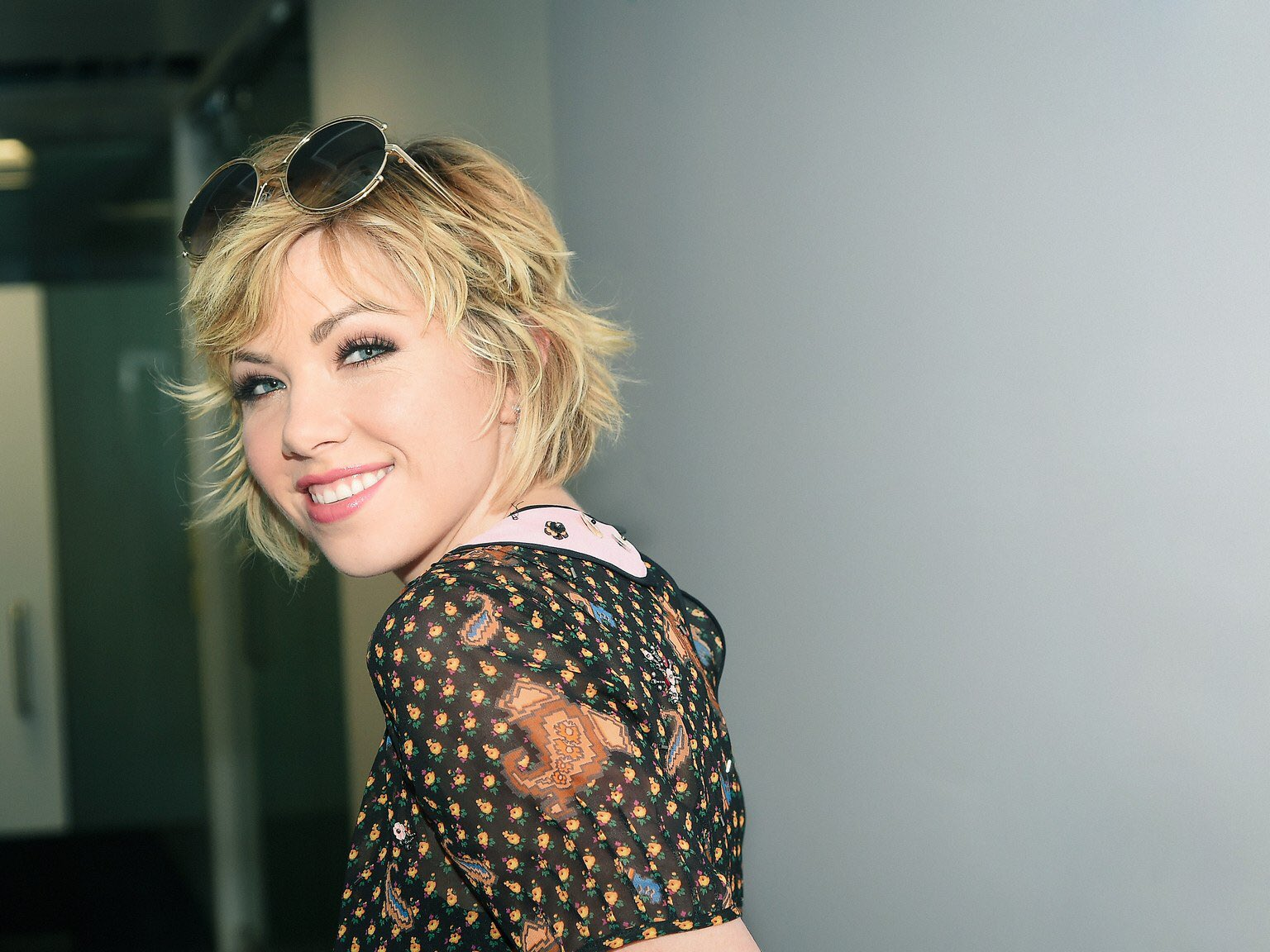 HAPPY BIRTHDAY TO THE ONLY POP STAR WHO MATTERS, CARLY RAE JEPSEN.