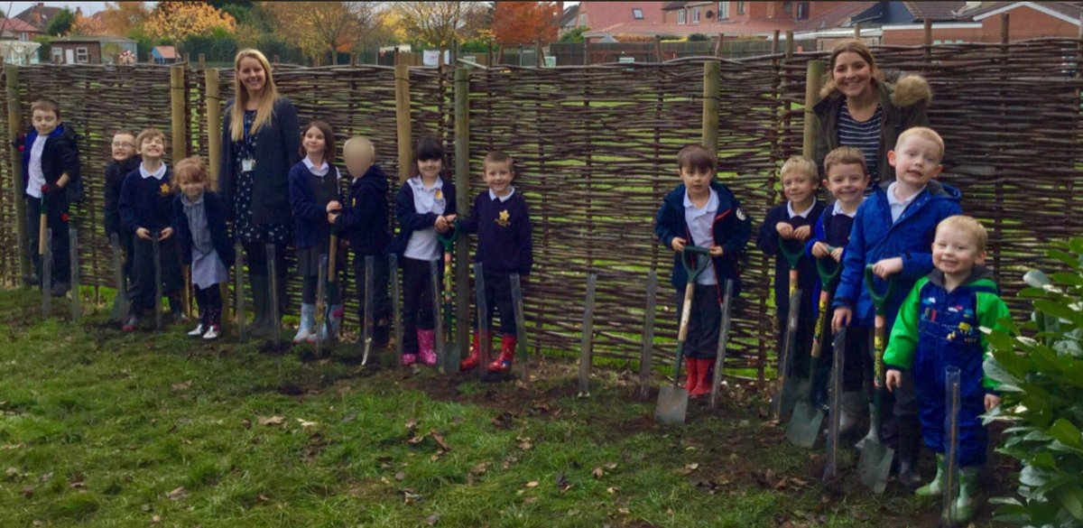 A great afternoon planting trees in our Forest School area. These children are excited to watch them grow as they continue their journey through Chetwynd. A big thanks to the Woodland Trust for providing the trees  #starfish #woodland #forestschool <br>http://pic.twitter.com/9Lg5czqV8j
