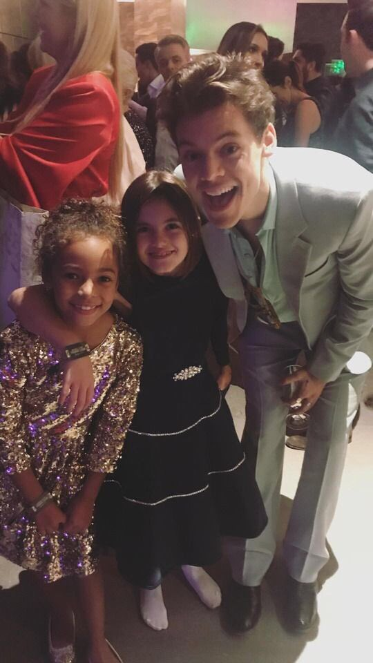 #New| Harry with Alessandra Ambrosio's daughter and Jasmine Tookes' sister (via alessandraambrosio) <br>http://pic.twitter.com/MjDkuBFg2T