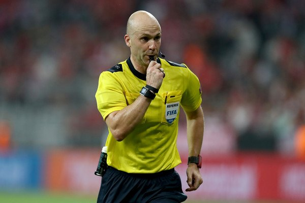 Good luck to our very own Anthony Taylor who takes charge in #Brussels tomorrow evening!  22/11/2017 @ChampionsLeague  @rscanderlecht VS @FCBayern  7.45pm  #Referee #Cheshire #RoleModel<br>http://pic.twitter.com/VwSXZrEzeI