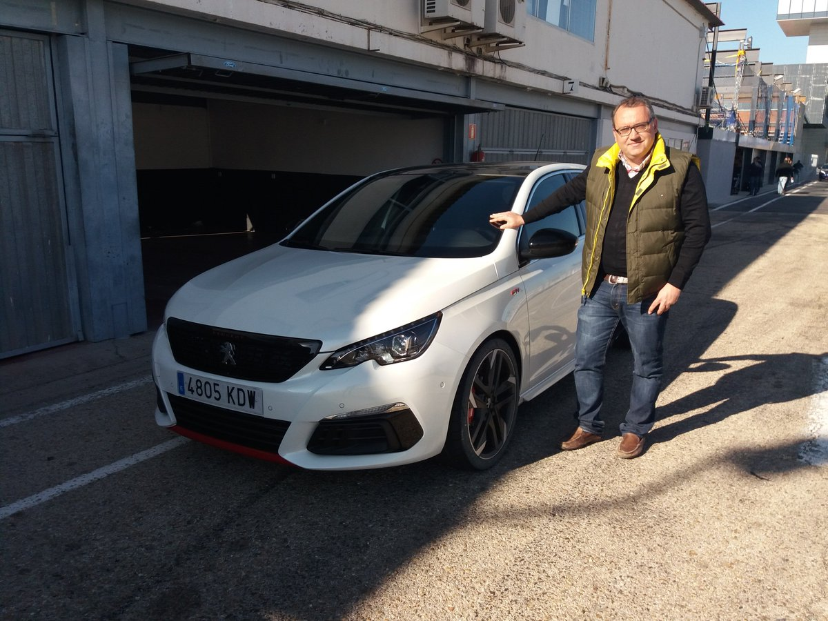 En el Jarama probando el Peugeot 308 GTI...