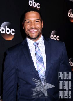 Happy Birthday Wishes going out to Michael Strahan!!!