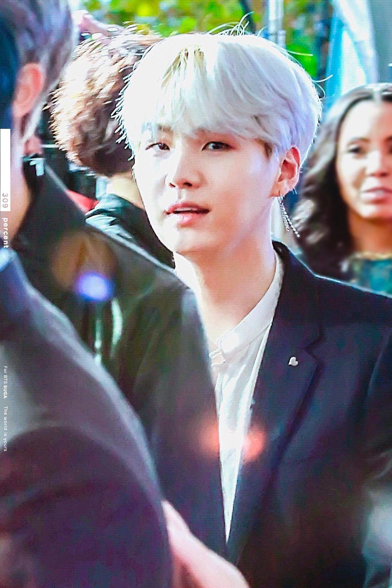 171119 AMAs Red Carpet  Did you see my h...