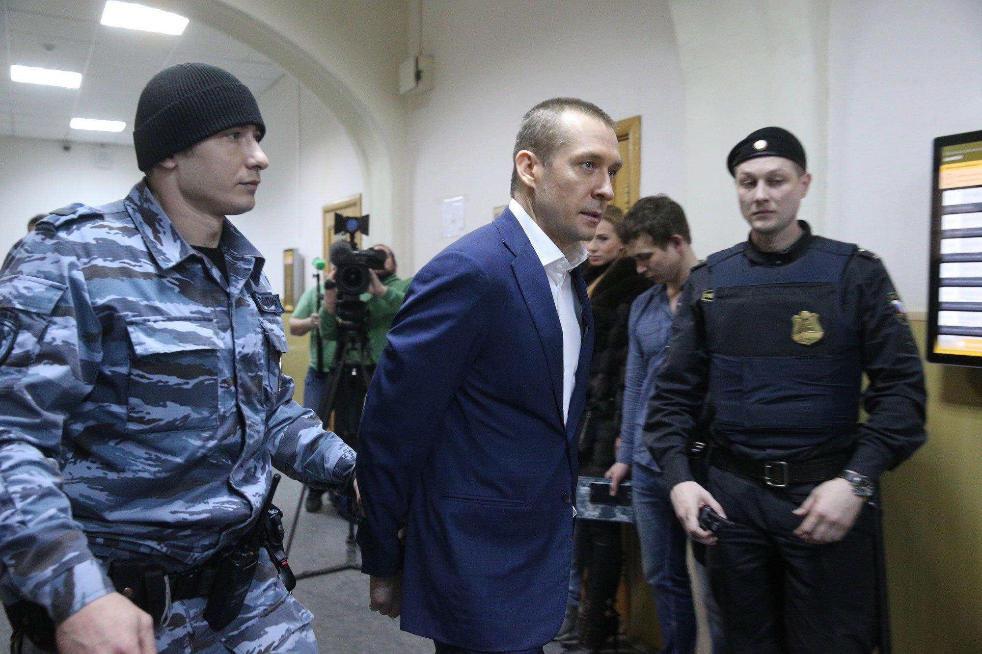 полковник миллиардер захарченко фото между прочим