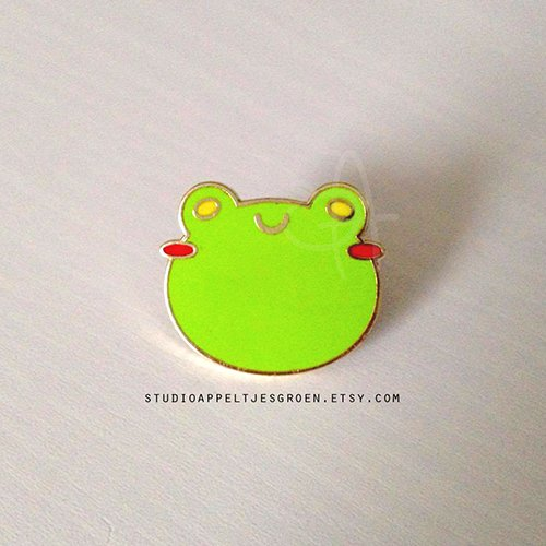 Who wants to see the Floris the Frog pin in all its glory?! FFUUU the bad lighting but look at himmmmm! Pre-order at:  http://www. studioappeltjesgroen.etsy.com  &nbsp;   #floristhefrog #enamelpin #pin #pindrop #frog <br>http://pic.twitter.com/xsviWXSFas
