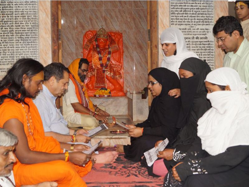 #JaiSanatan   #DidYouKnow ?   MUSLIM Women in Varanasi had Recited HANUMAN CHALISA 100 TIMES, ahead of SC hearing, to end #TripleTalaq !!!  #JaiShriRam   #JaiBajrangBali    .<br>http://pic.twitter.com/xEJ8WAe1Nd