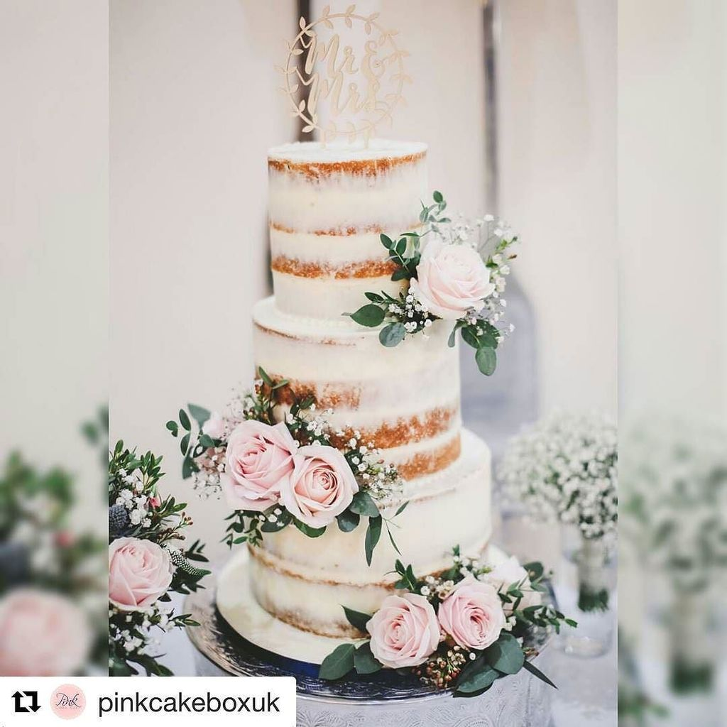 More talented pals doing lovely work  #Repost @pinkcakeboxuk (@get_repost) ・・・ I LOVE seeing your professional cake shots  absolutely beautiful photo of @lozzlelaura and Tom&#39;s wedding cake at @thewhitehartmoorwoodmoor by @fieldphotographicmat…  http:// ift.tt/2zVQUhY  &nbsp;  <br>http://pic.twitter.com/xu6JSNG7zu