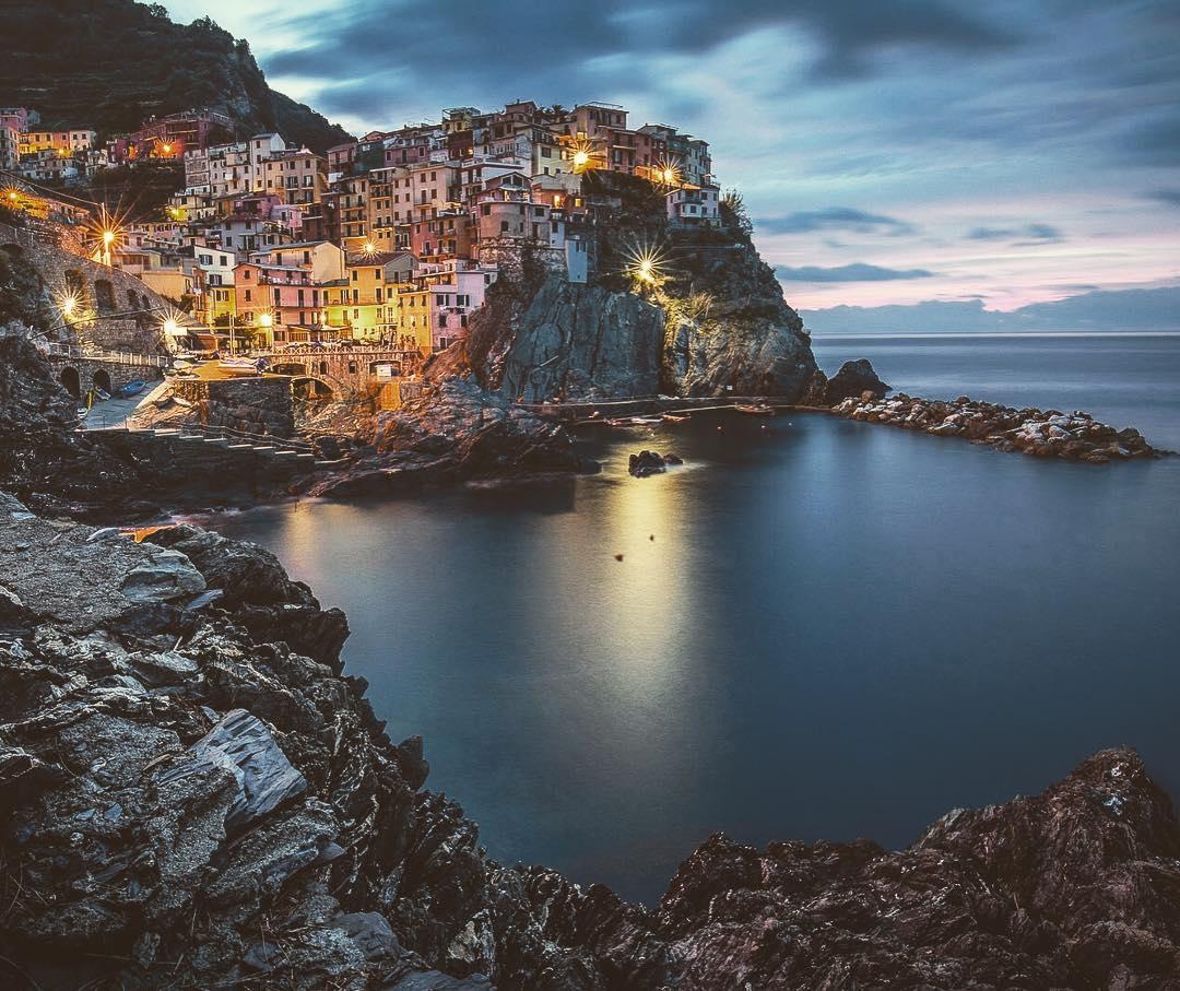 🗺 #Manarola ❤️ #CinqueTerre #Liguria #VisitRiviera #iloveliguria #lamialiguria 🌍 https://t.co/pK9iuHJK7A https://t.co/MZZaXXrLbV
