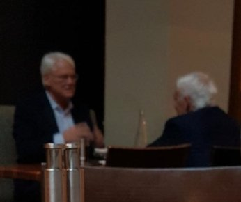 Look who a reader of theBreaker spotted lunching today at the Four Seasons in Vancouver: Ex-B.C. Premier Gordon Campbell with Frank Giustra, the mining tycoon who is a close friend of Bill and Hillary Clinton. #bcpoli #uspoli <br>http://pic.twitter.com/4O1v5KLAyI