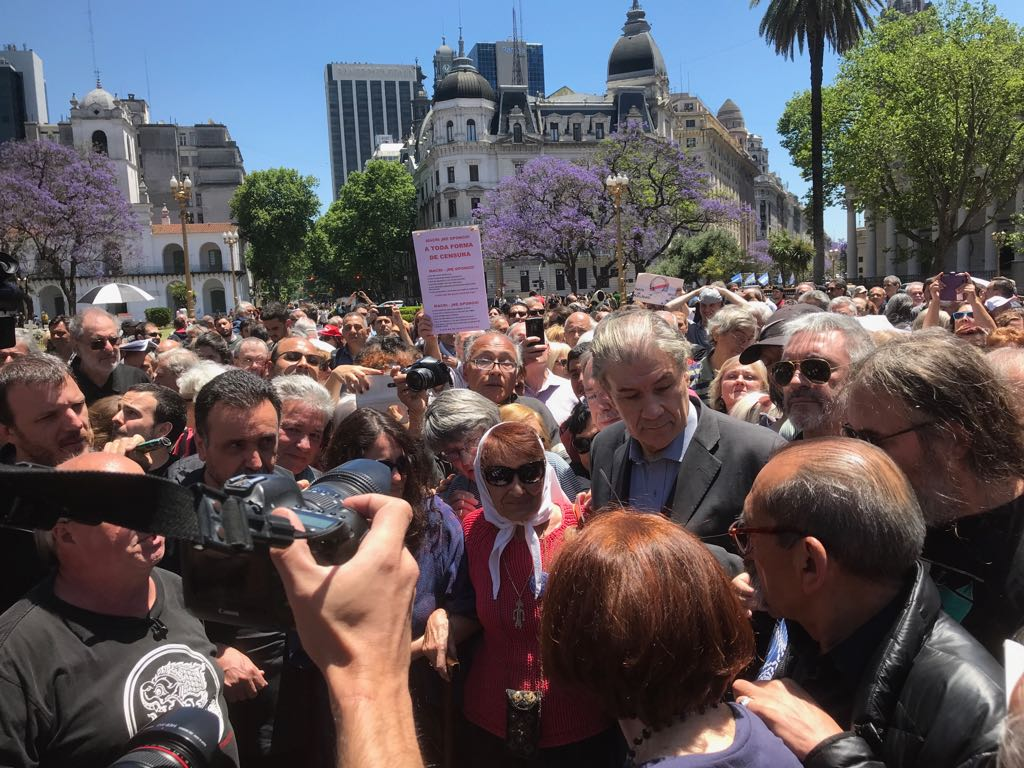 #FOTOS | Marcha en #Argentina en solidaridad con el periodista uruguayo @VHMok, despedido del canal C5N https://t.co/u2grzdVH9C