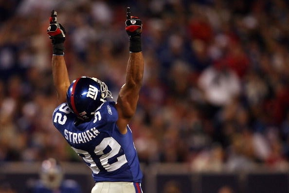 7x Pro Bowler 6x All-Pro 2001 Defensive Player of the Year #NFL 2000&#39;s All-Decade Team NFL record 22.5 sacks in a season (2001) 2x NFL sacks leader (2001, 2003) Super Bowl XLII Champion New York #Giants Ring of Honor  Happy 46th birthday to HOF&#39;er Michael Anthony Strahan! <br>http://pic.twitter.com/sgpmYuTEnz