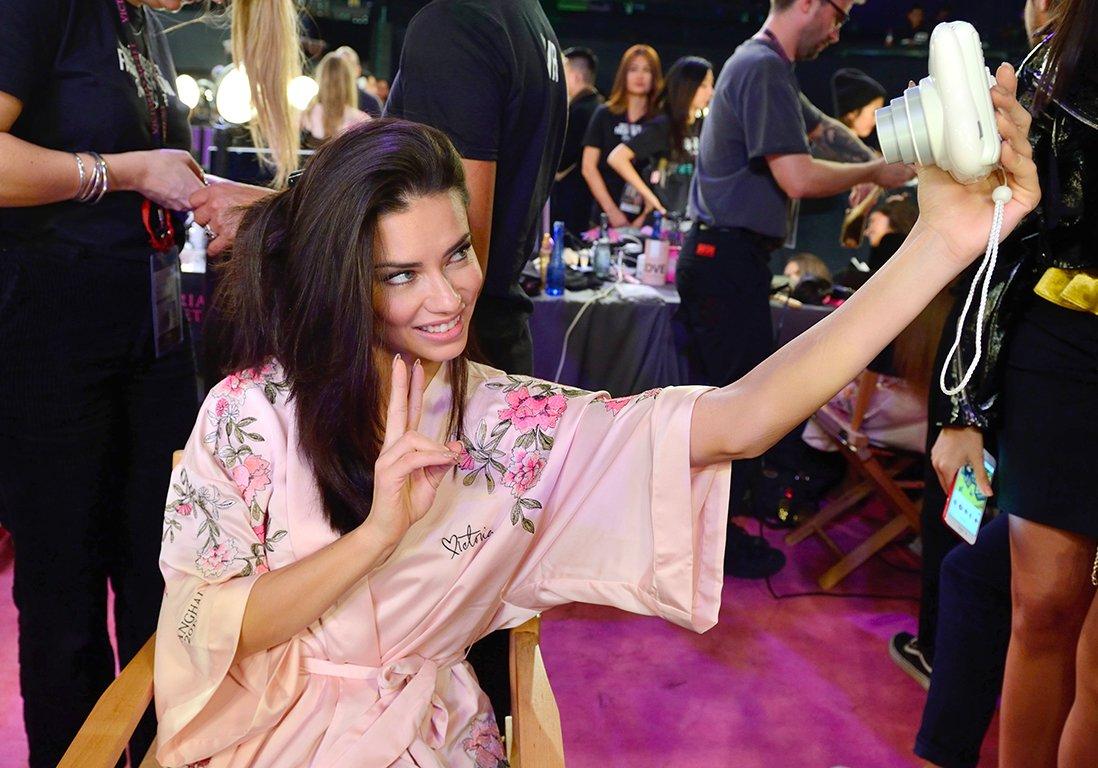 #People Que mangent les Anges de Victoria's Secret après le défilé ? https://t.co/QsEdCvdYnA
