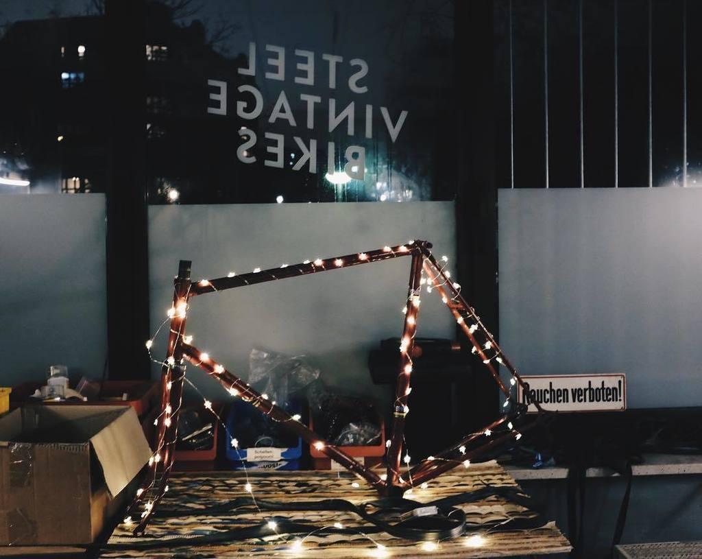 We here at Steel Vintage Bikes are starting to get into the holiday mood! #steelvintagebikes #steelisreal #insteelwetrust #ilikeitibikeit #holidayparty #holidayseason #brightlights #vintagebicycle #vintagebike  http:// ift.tt/2B2Etxz  &nbsp;  <br>http://pic.twitter.com/Hqysx44BXd