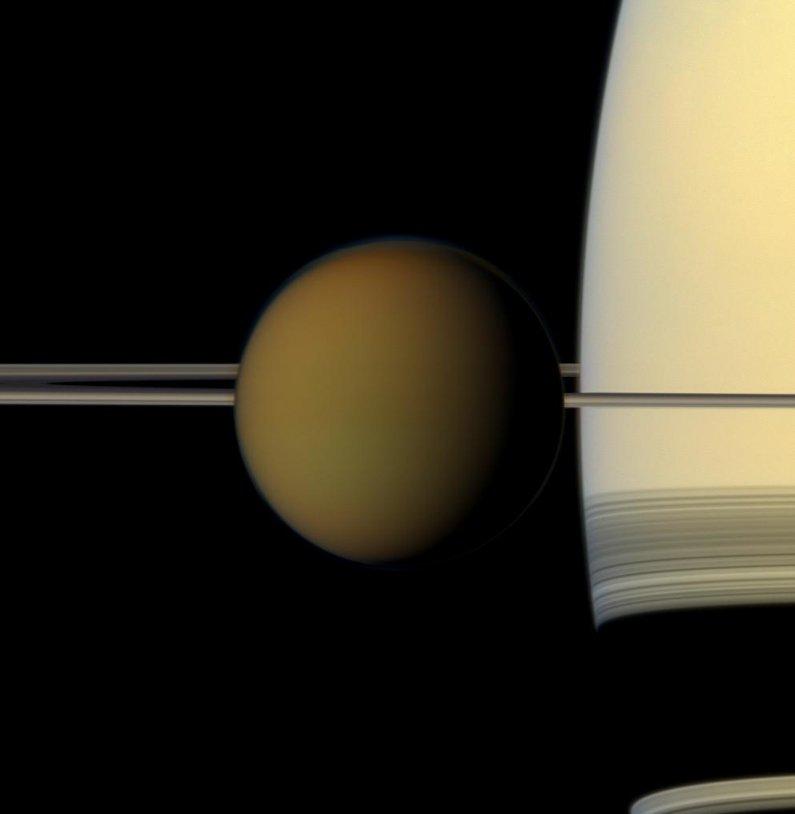 On parle de Titan au #CNESTweetup, la lune de Saturne qui a reçu en 2005 la visite de Huygens https://t.co/pFR4hrMyVs