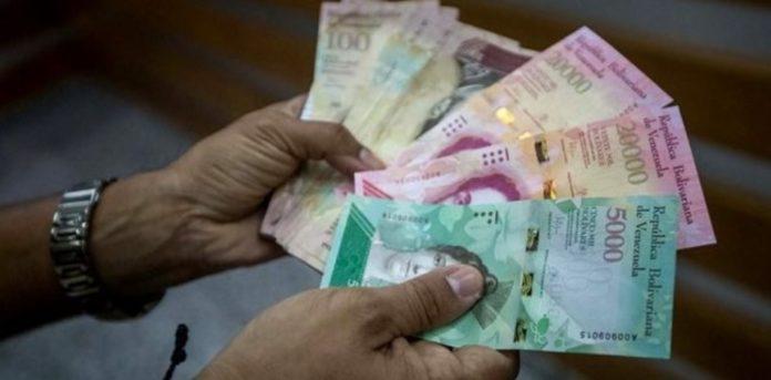 """RT @Y0R_78: Ventas de billetes venezolanos en la frontera, un negocio para """"sobrevivir"""" https://t.co/KevZdaUsuJ https://t.co/GiLLqdcU7j"""