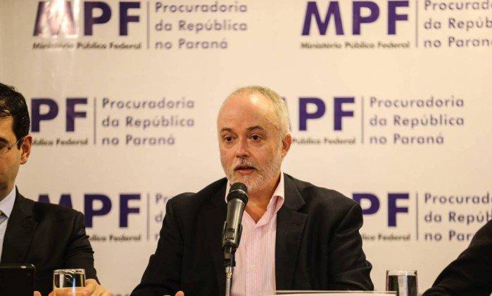 'Quantas malas de dinheiro são suficientes para o novo diretor da PF?', ironiza procurador da Lava-Jato https://t.co/yrKqjWucEC