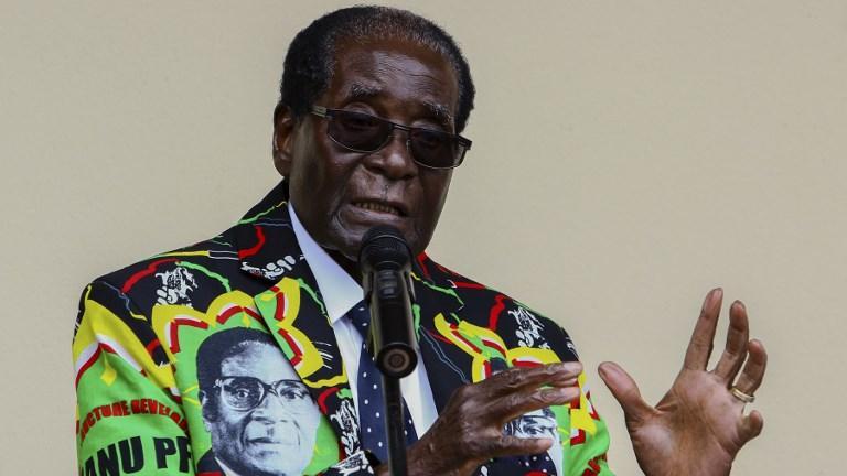 VIDÉO - Zimbabwe : Mugabe démissionne, soir de liesse dans les rues d'Harare https://t.co/V9eb9MJHSA