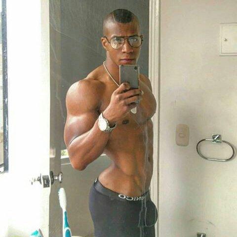 RT @DeCabroncito: Nalgon bulton. #bulgegay #CuloDeMacho https://t.co/NLeZ78WV2R