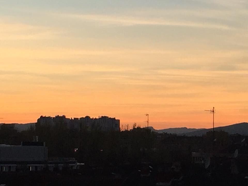 RT @SofiCasCar: Hermoso atardecer en la bella Vitoria-Gasteiz  #luces... #reflejos... https://t.co/IACPpJrdeF