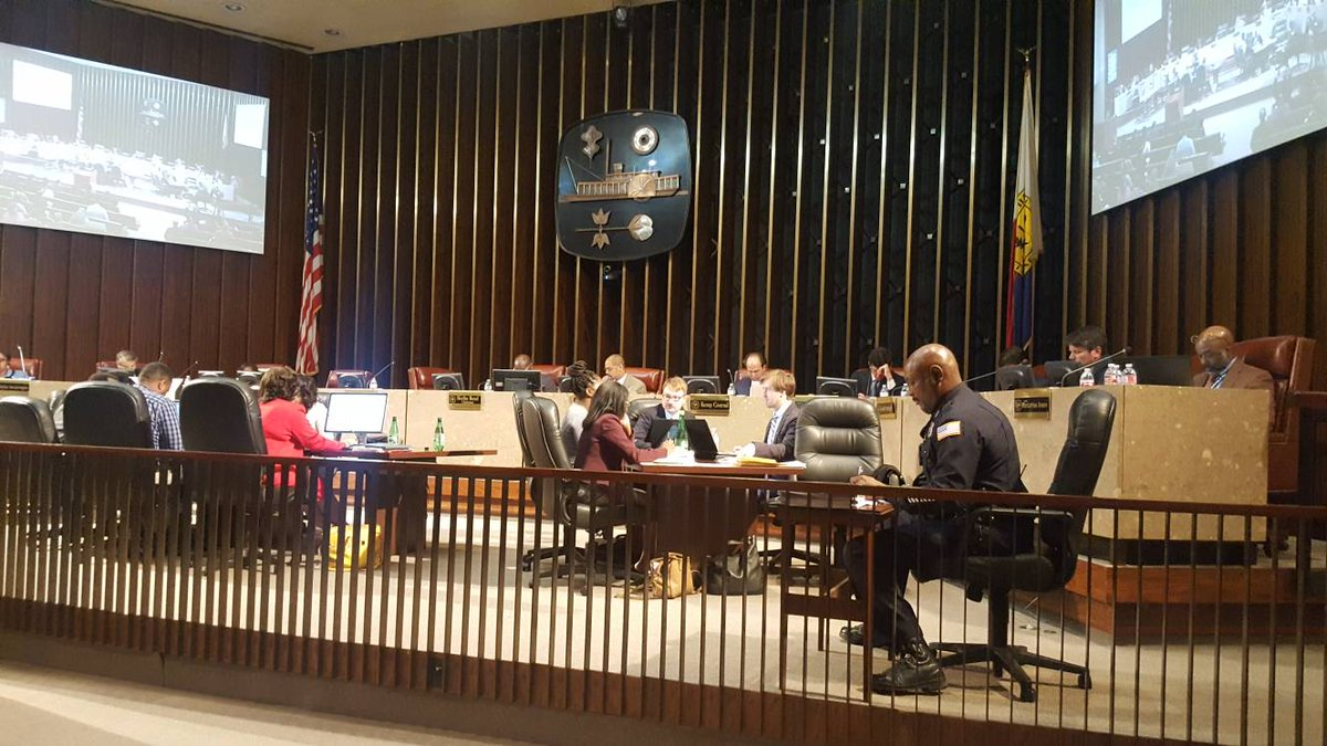 #MemphisCityCouncil begins discussion  on removal of #JeffersonDavis and #NathanBedfordForrest #confederate #statues. @LocalMemphis<br>http://pic.twitter.com/5vjWPlDnCN