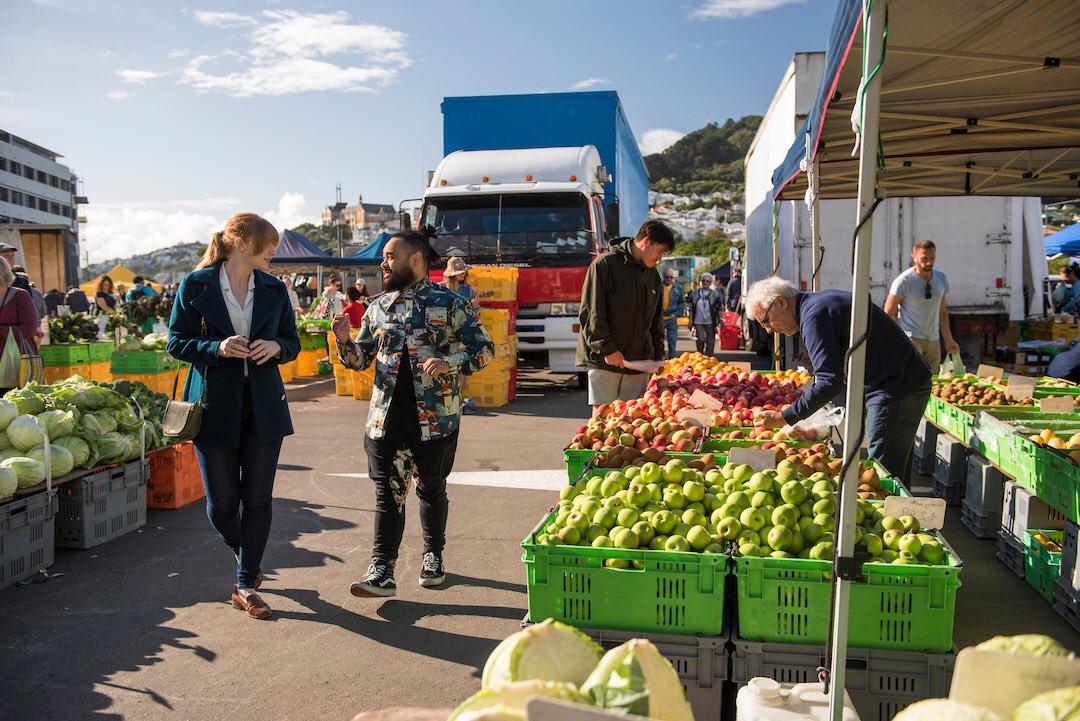RT @BryceDHoward: Shopping for Thanksgiving got me longing for NZ! Harbourside Market in Wellington 📷 @kristarossow https://t.co/gNIElDqoG1