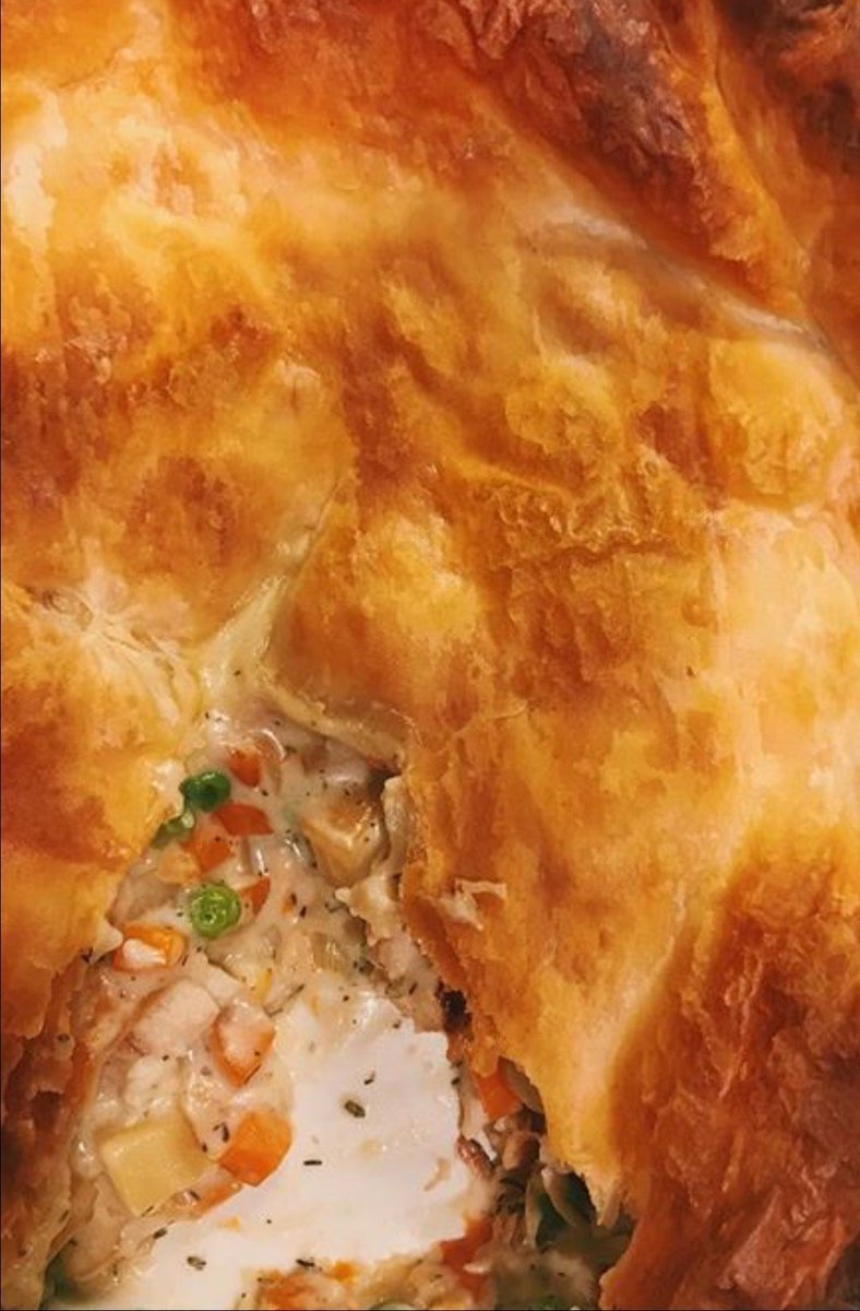 Turkey pot pie #recipe is perfect for leftover #turkey!  Recipe uses turkey, carrots, parsnips, peas + puff pastry   https:// buff.ly/2zZZAl3  &nbsp;  <br>http://pic.twitter.com/razVpRIi6q
