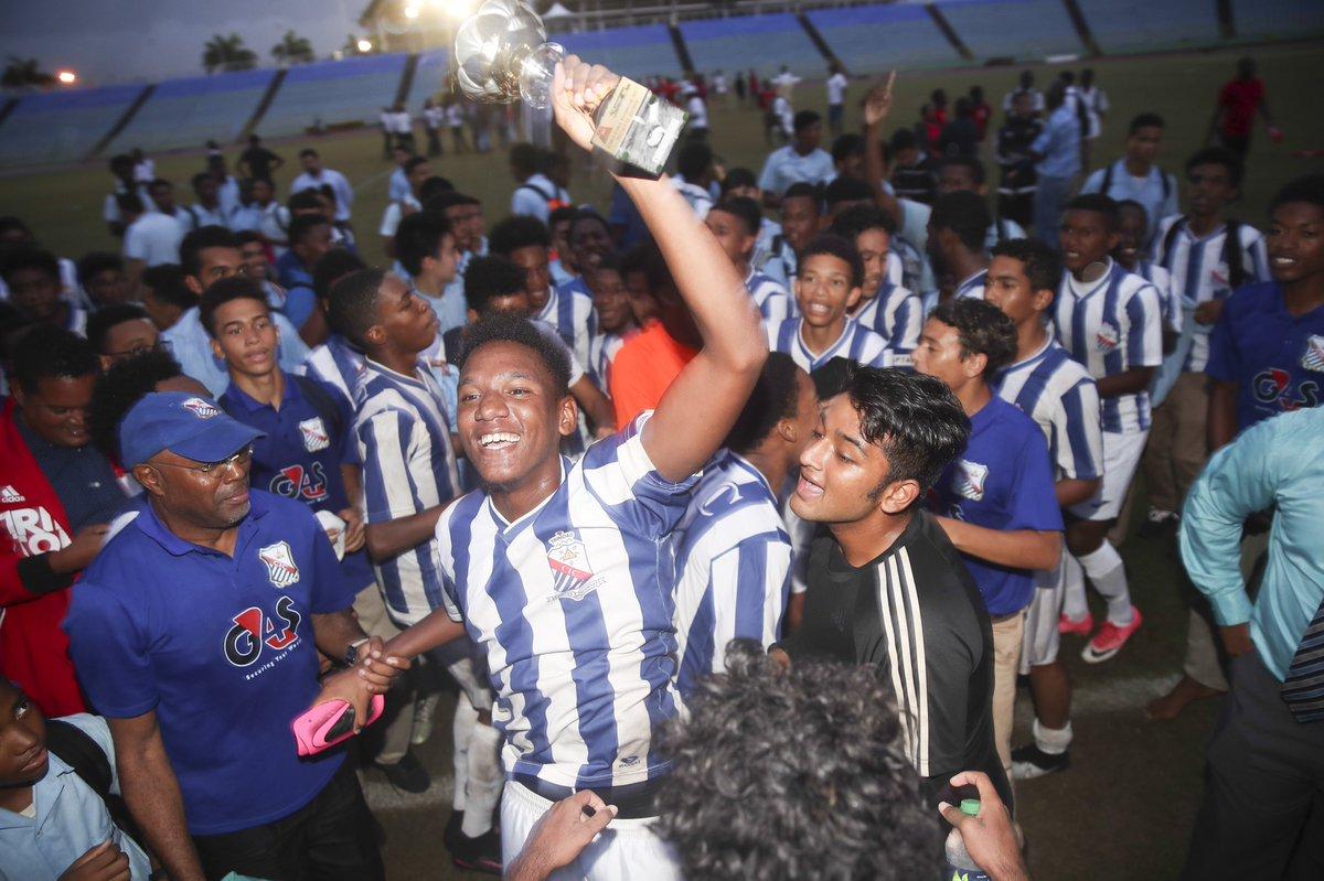That winning feeling    #Congratulations #StMarysCollege #North #Intercol #Winners #Champions #Football #TheBestSeasonYet    Allan V Crane /CA-images<br>http://pic.twitter.com/p8Kslolomc