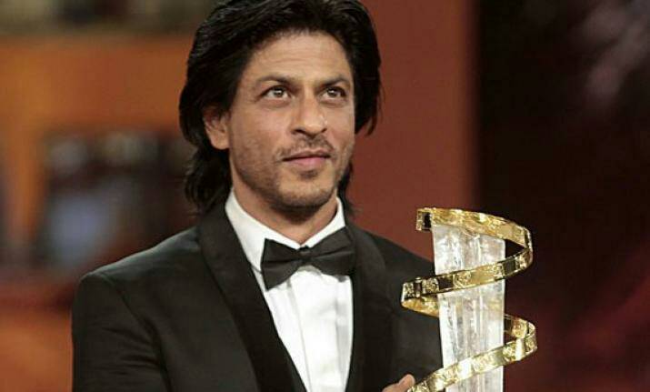 #Flashback SRK was honoured with L'Etoile d'Or by King Mohammed VI of Morocco &amp; is the First Indian to receive this honour in 2011. <br>http://pic.twitter.com/cVLofQTzP6
