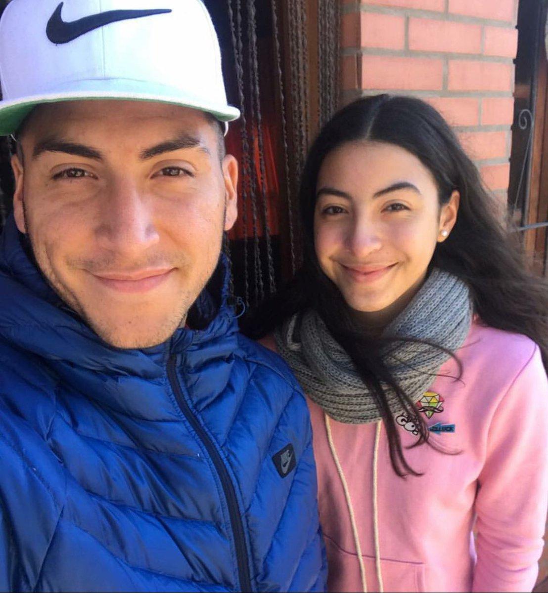 RT @HumoDePrimeraTW: El Chelo Torres y su hermana son la misma persona. La madre debe tener una fotocopiadora. https://t.co/x5qd4O8gSJ