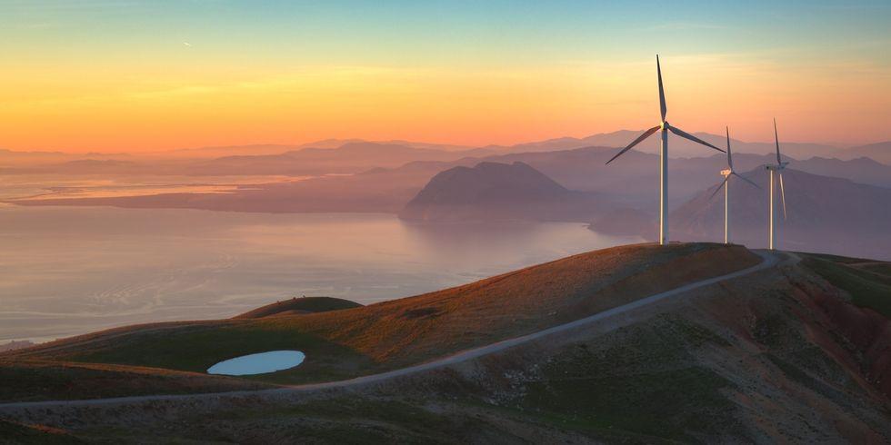 https:// goo.gl/KzAzcg  &nbsp;   Building a New Wind Farm Costs Less Than Running an Old Coal Plant #climate #renewables #economics<br>http://pic.twitter.com/oNCVdoTMlt