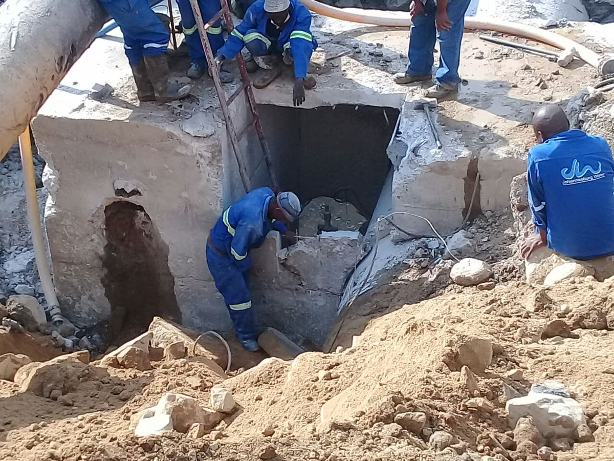 RT @SowetanLIVE: Joburgers hit by 'biggest water leak' in history https://t.co/TdoMtWKOtd https://t.co/7iPgB1eXMH