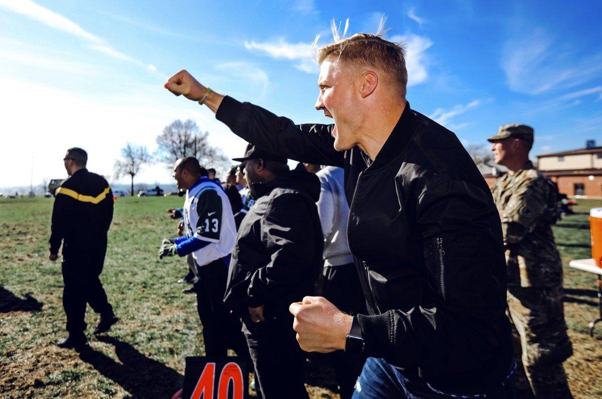 Jets' McCown, Davis coach military squads in flag football https://t.co/vMtlVj2xQJ