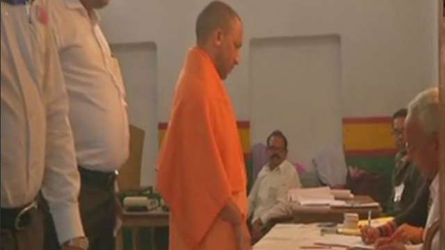 Uttar Pradesh: Voting for first-phase of local body election begins, CM #YogiAdityanath casts his vote in Gorakhpur https://t.co/xeBeCGiKuP