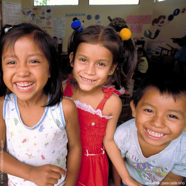 Your #smile can help change a child&#39;s world; so important for children affected by natural disasters or conflict. v/@uniceflac<br>http://pic.twitter.com/XormhiHgMN