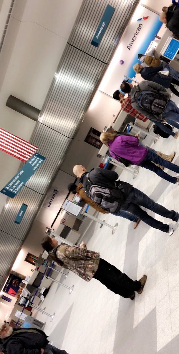 ...not even 1/2 the line for lost baggage @AmericanAir ....so a solid first and last experience for me  #flights #travel #greenbay <br>http://pic.twitter.com/LnY1i0SnSX