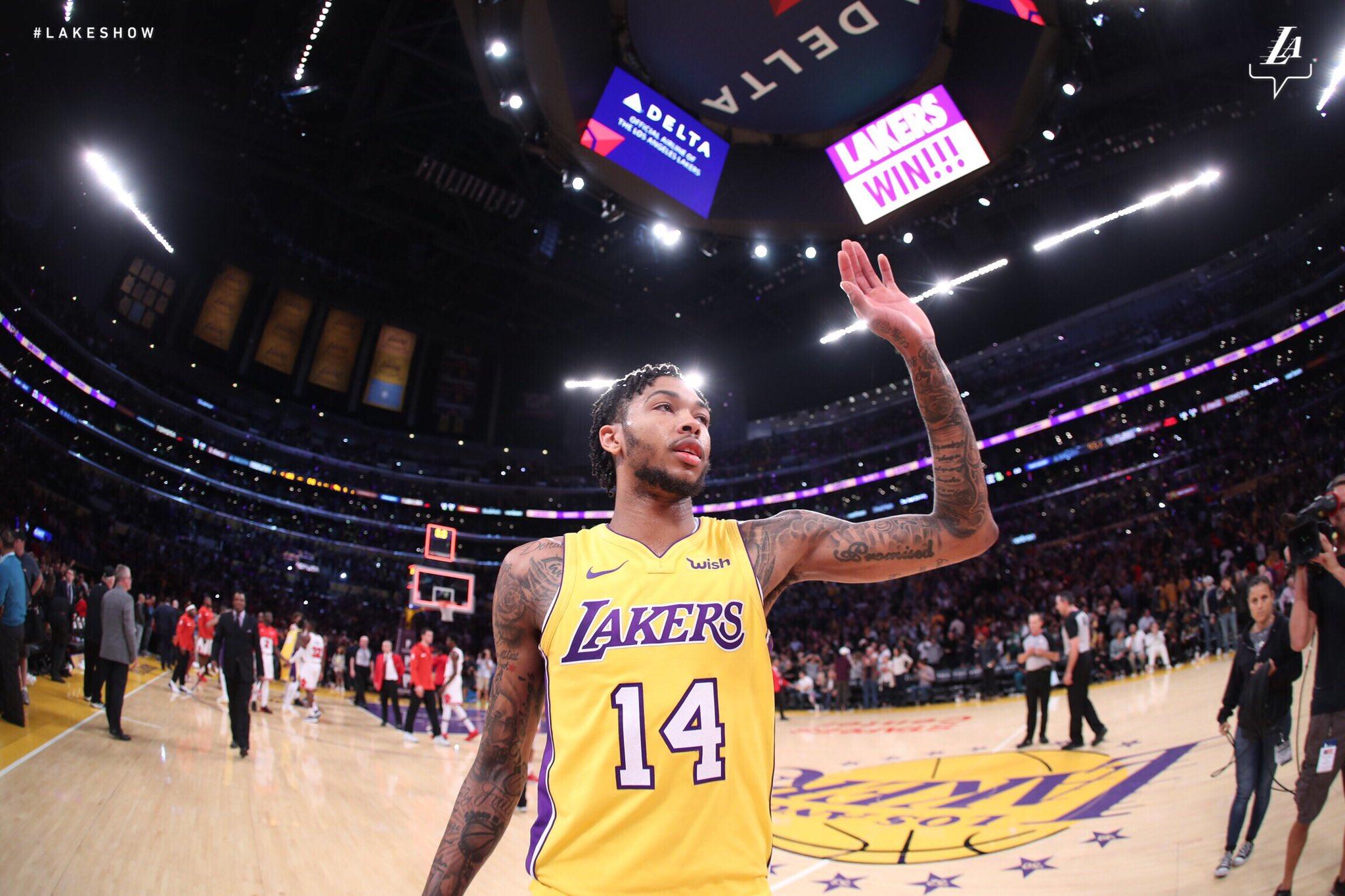 RT @Lakers: Like the board says: #LakersWin https://t.co/Mg9pxPI1EM