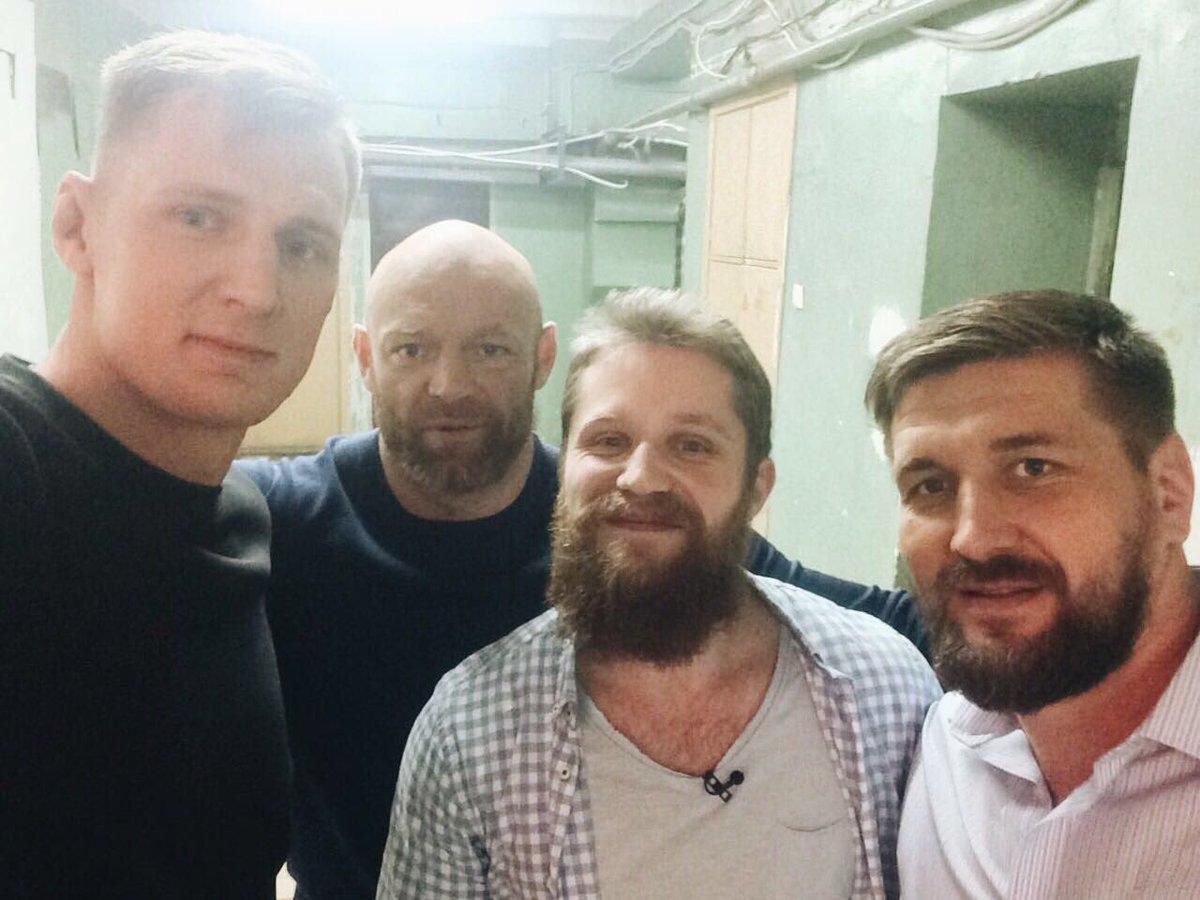 А #интрига все растёт;) Но собрать в студии @AlexDragoVolkov и @MinakovVitaliy - done) Любители единоборств оценят) #всенаматч 😂