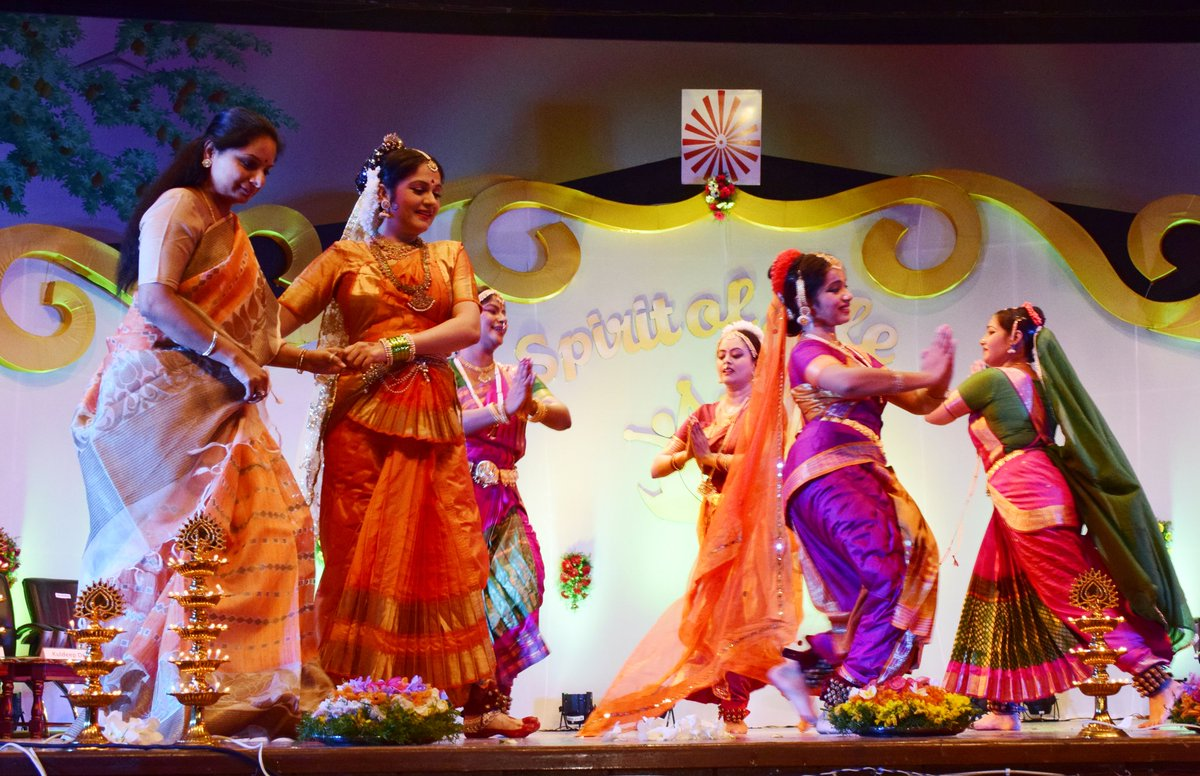 Blissful experience of dancing to rhythmic beats of #Bathukamma song  accompanied by Hon&#39;ble @RaoKavitha  Floral festival of women, signify abundance that nature has to offer. Celebrate life &amp; invoke blessings of mother goddess. #GlobalPeaceAuditorium #Hyderabad @brahmakumarisHQ<br>http://pic.twitter.com/itsNfj2wtV
