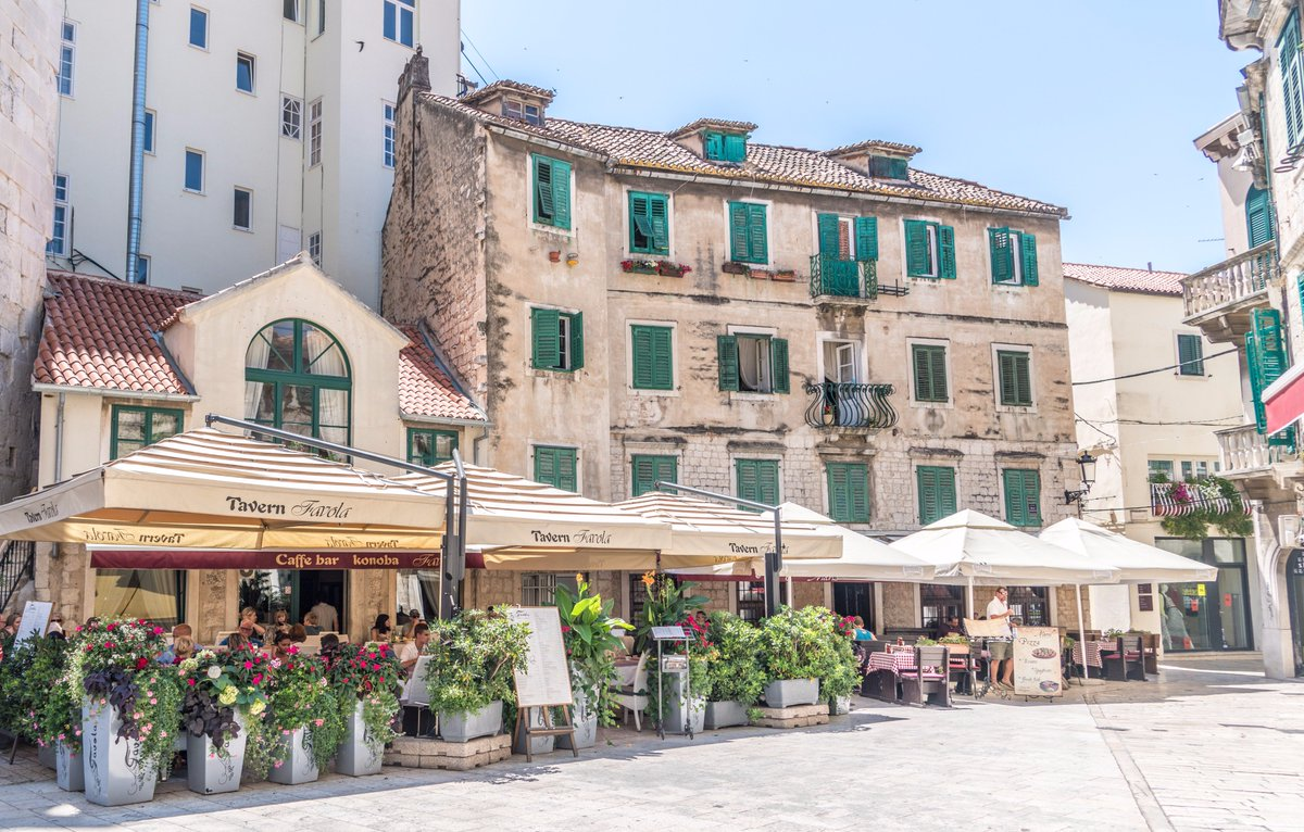 Travelling to #Split? Read our guide of the most important monuments. #ttot #travel  http://www. gowithoh.com/experience/mon uments-of-split &nbsp; … <br>http://pic.twitter.com/Cvw6HCMhxF