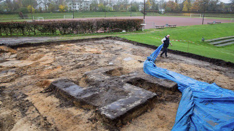 Enorme svastica di cemento sotto il campo di una squadra di Amburgo - https://t.co/gwjw97ufoo #blogsicilianotizie #todaysport