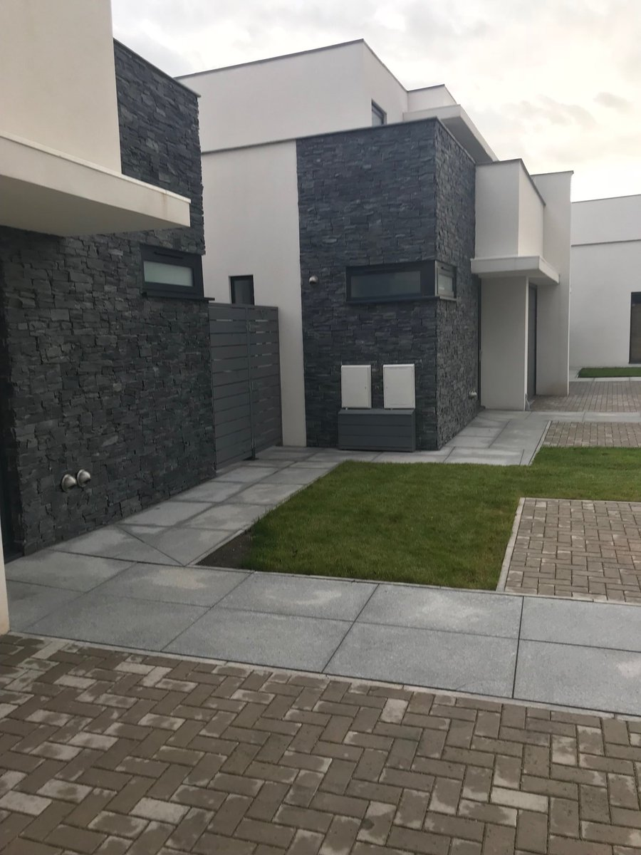 Nice Black Slate #tierpanels #contemporary site just completed in Dinas Powys South Wales supplied by our business partner @RobertPriceBM<br>http://pic.twitter.com/YF25wBA8Nd