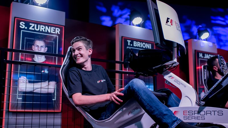 #F1Esports | Sven Zürner: &quot;I&#39;m going to Abu Dhabi with a mission, then I&#39;ll enjoy the city itself.&quot;  Our simracing and finalist, Sven Zürner, on the way to Abu Dhabi to compete the F1Esports final! Do not miss the interview we have done to him:  http:// bit.ly/2jRmNBW  &nbsp;   #FINAL <br>http://pic.twitter.com/uw1XVH5Y6P
