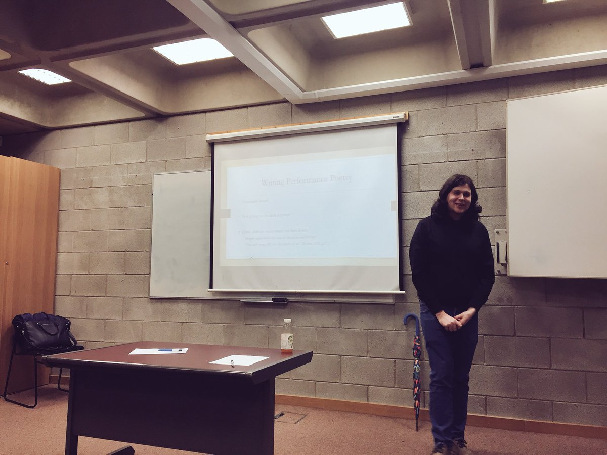 Paul McNamara, performance poet, speaking to the undergrad Intro to Creative Writing students @SCC_UL @UL @Helenaclose about performance poetry. #creativewriting #ul <br>http://pic.twitter.com/OiNRxOHz5c