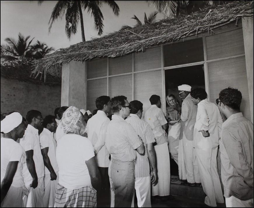 श्रीमती इंदिरा गांधी से हर कोई आसानी से...