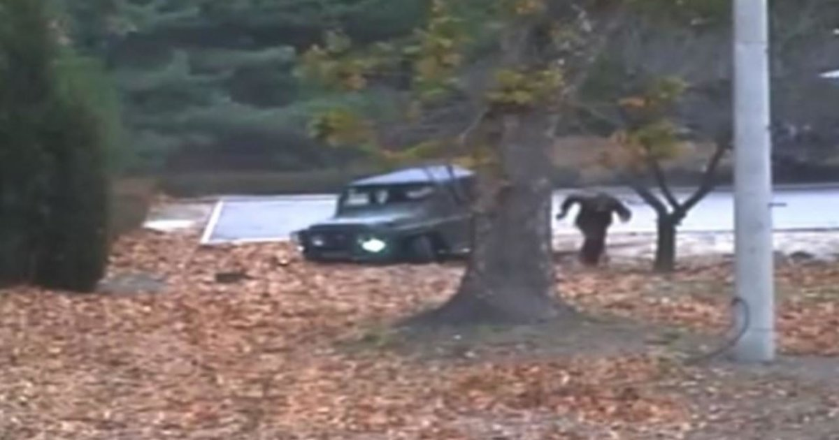 En vidéo: Voyez de rares images de la défection d'un soldat de la Corée du Nord https://t.co/U5UtOLVWza