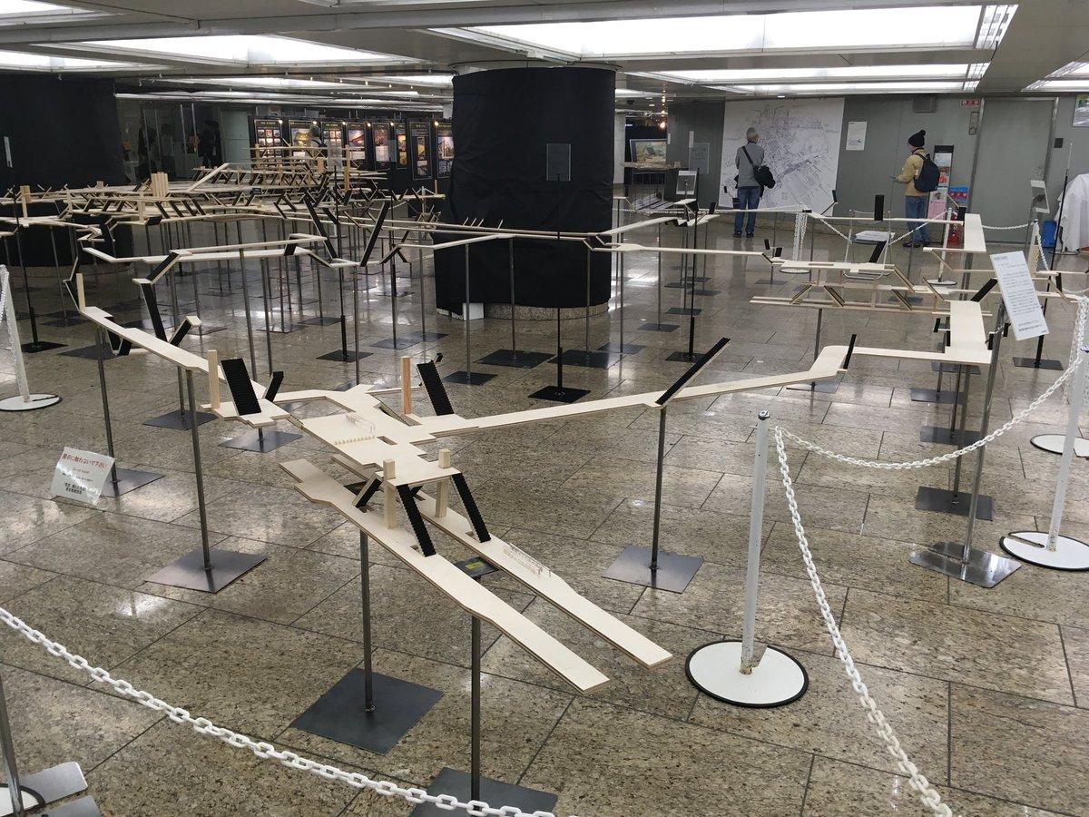 RT @_shinitai__: 新宿駅の立体模型があったから見てみたら全くわけがわからなかった。全人類が迷うよこんなもん。どこが一目瞭然やねん。 https://t.co/UbRzCIPNaq