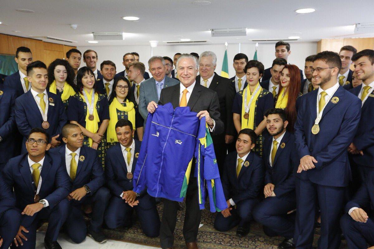 Orgulho da delegação brasileira de estudantes no #WorldSkills deste ano. Ficamos em 2º lugar na maior competição de educação profissional do mundo. Um grande feito. Mais de 68 países participaram da disputa e subimos no pódio 15 vezes.