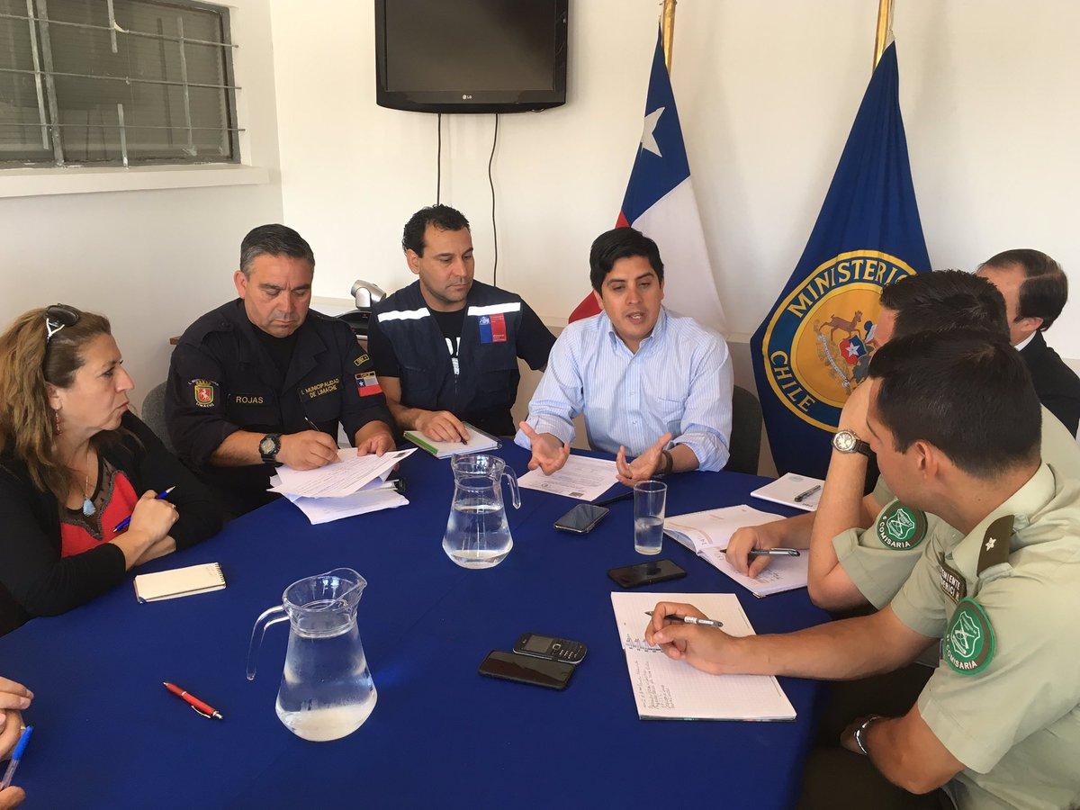 RT @gob_margamarga AHORA / Por altas temperaturas anunciadas para hoy en #MargaMarga, se realiza reunión de coordinación entre organismos de emergencia, encabezada por gobernador @c_cardenass